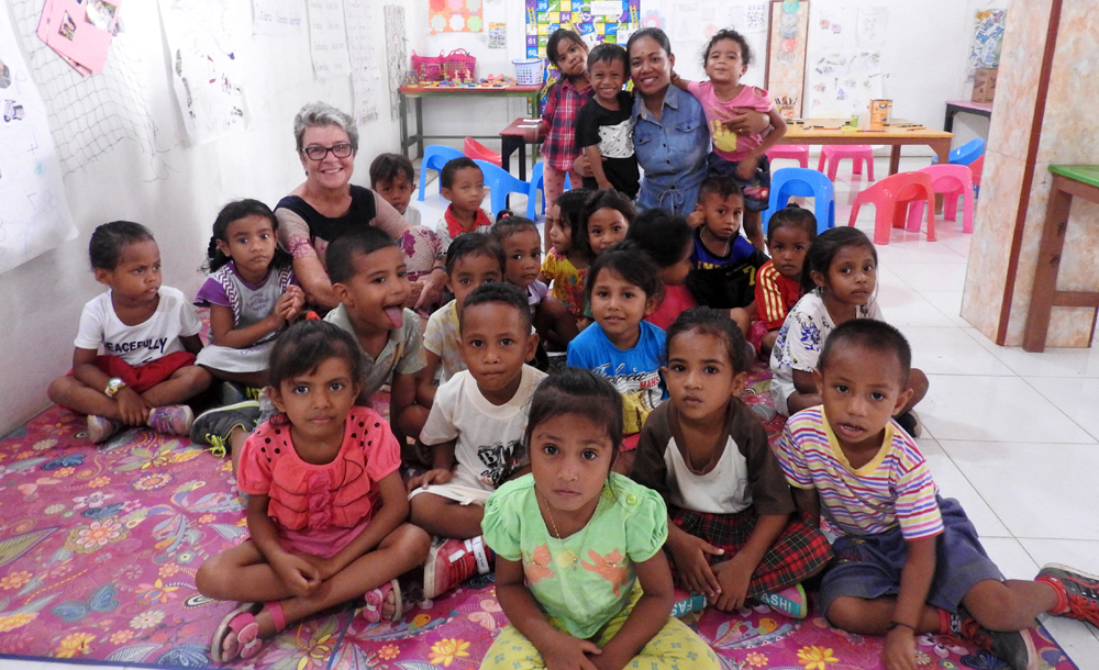 Bedois pre-school students with former Palms Australia volunteer Margaret Cassidy